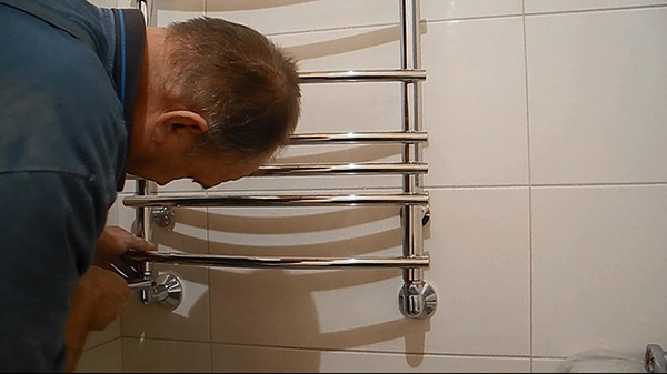 Установка и замена полотенцесушителей
